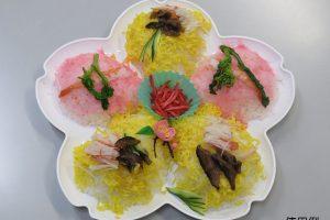 桜のかわいいお皿あります♪